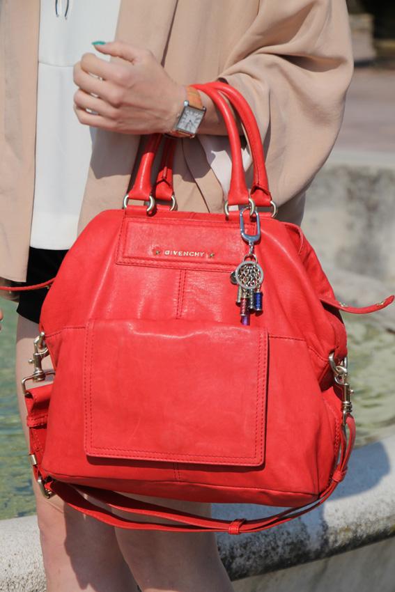 Купить Крупные сумки Givenchy Новая и resale женская