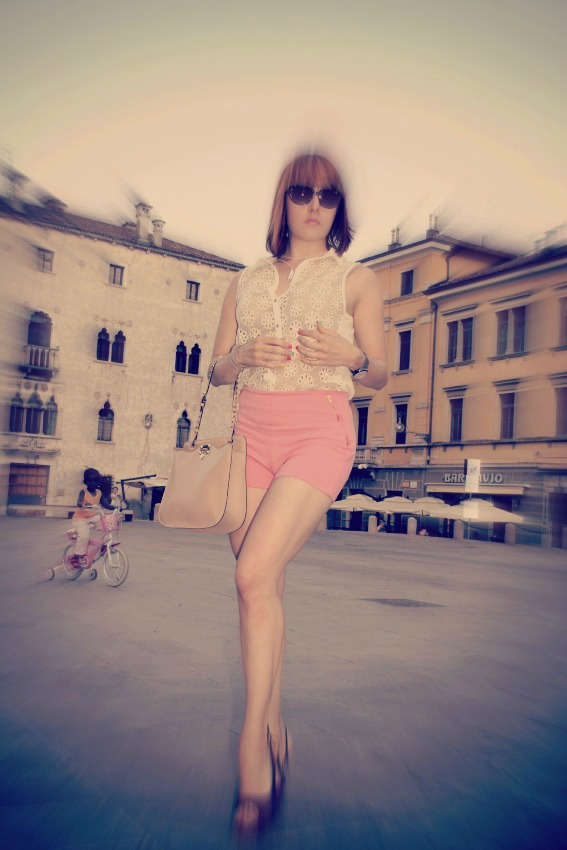 OUTFIT SHORTS ROSA ZARA Xlo+: start building your world!