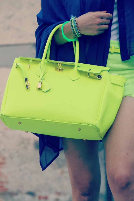 BORSA GIALLO NEON Lemarè wedge sneakers and neon shorts