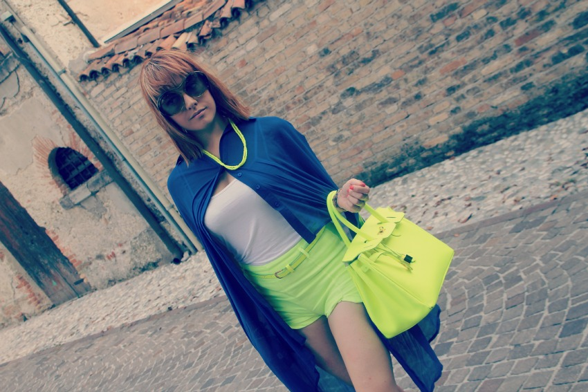 CAPPA CHIFFON ROMWE Lemarè wedge sneakers and neon shorts