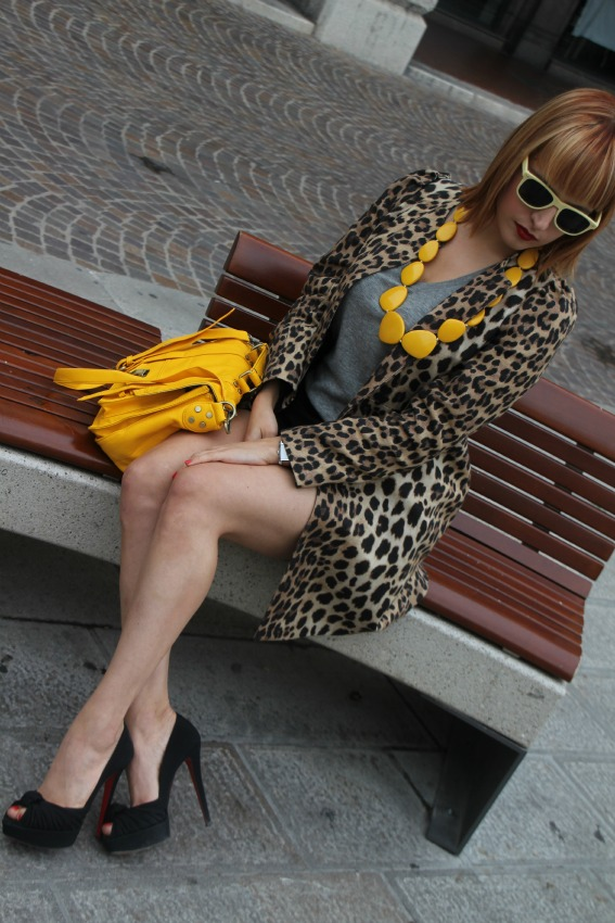 alessia milanese,thechilicool,fashion blog, fashion blogger, animalier coat + yellow, christian louboutin shoes
