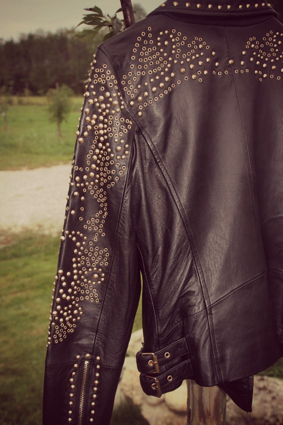 alessia milanese,thechilicool,fashion blog,fashion bloggernew in studs, high heels and a ladylike coat , zara