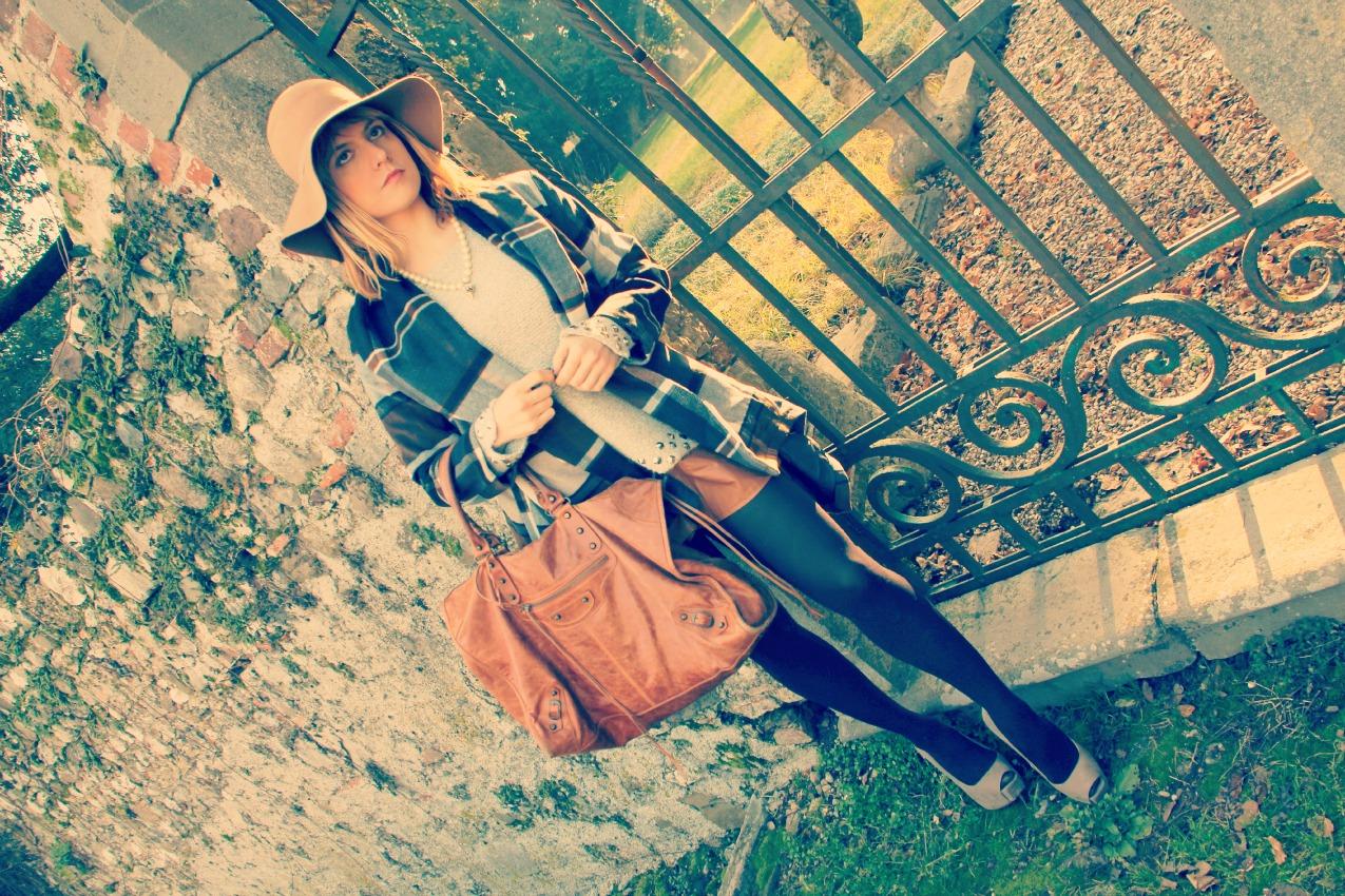 alessia milanese, thechilicool, fashion blog, fashion blogger, checked coat, balenciaga weekender bag