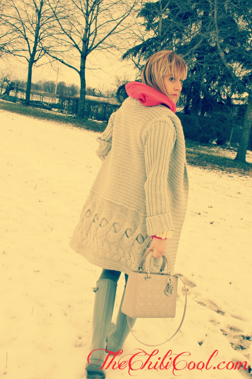 alessia milanese, thechilicool, fashion blog, fashion blogger,la neve è più romantica se accompagnata da tocchi di rosso, lady dior bag, hunter boots