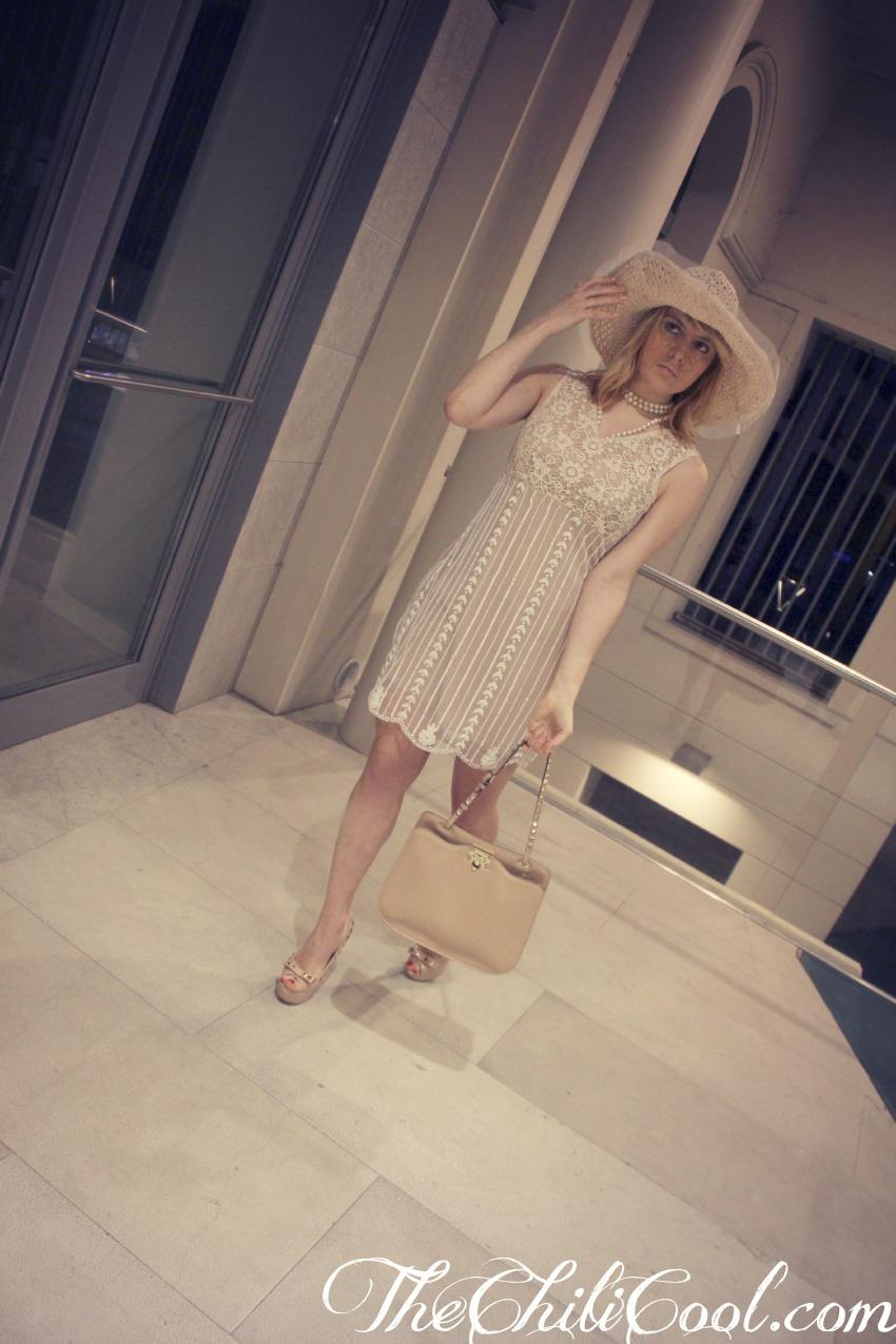 alessia milanese, thechilicool, fashion blog, fashion blogger,blu è la notte con un abito in pizzo la kore, valentino rockstud bag