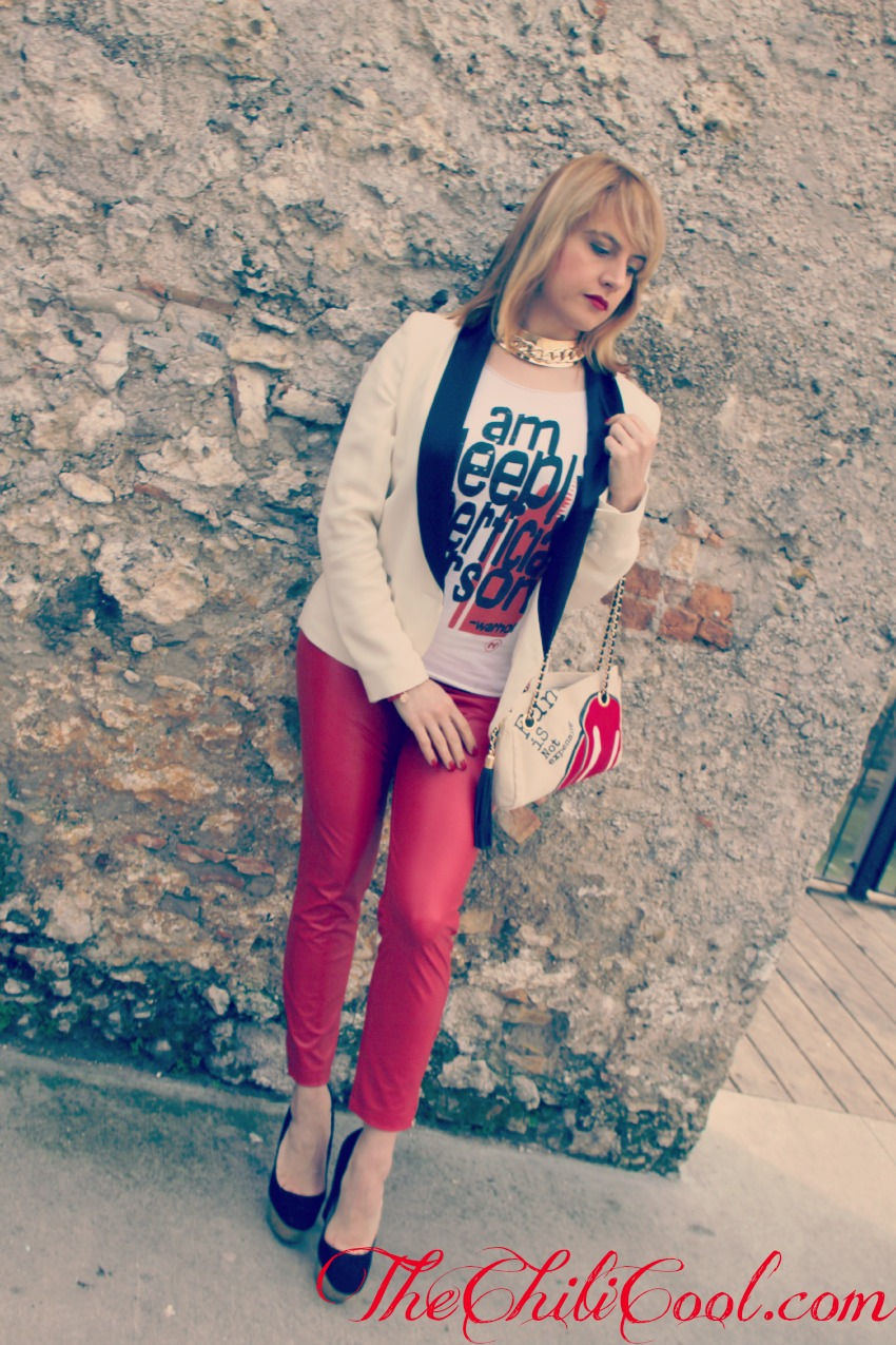 alessia milanese, thechilicool, fashion blog, fashion blogger,un outfit che non si prende troppo sul serio, qualche toco di rosso e l'immancabile b&w