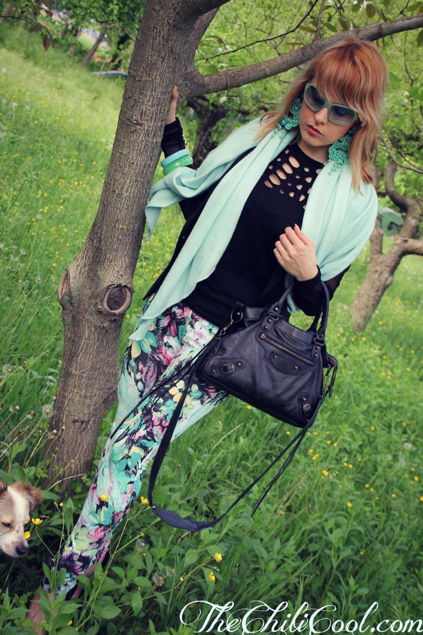 alessia milanese, thechilicool, fashion blog, fashion blogger,la magia dell'azzurro con il total black e la stampa floreale, balenciaga bag