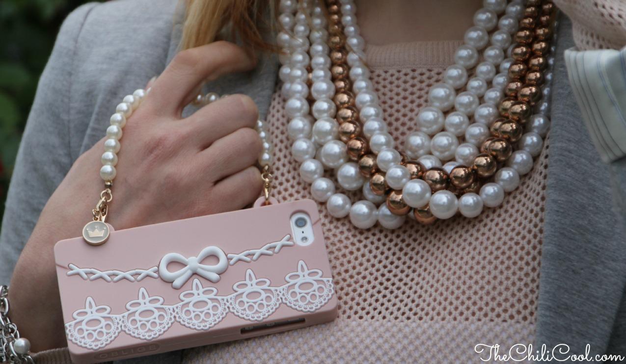 alessia milanese, thechilicool, fashion blog, fashion blogger,l'eleganza delle perle sdrammatizzata da grigio perla e rosa cipria, rockstud bag valentino