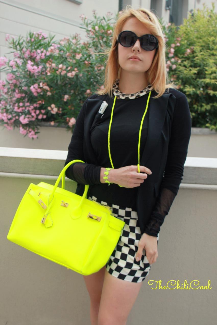 alessia milanese, thechilicool, fashion blog, fashion blogger,quando l'appeal basico del nero incontra il giallo neon