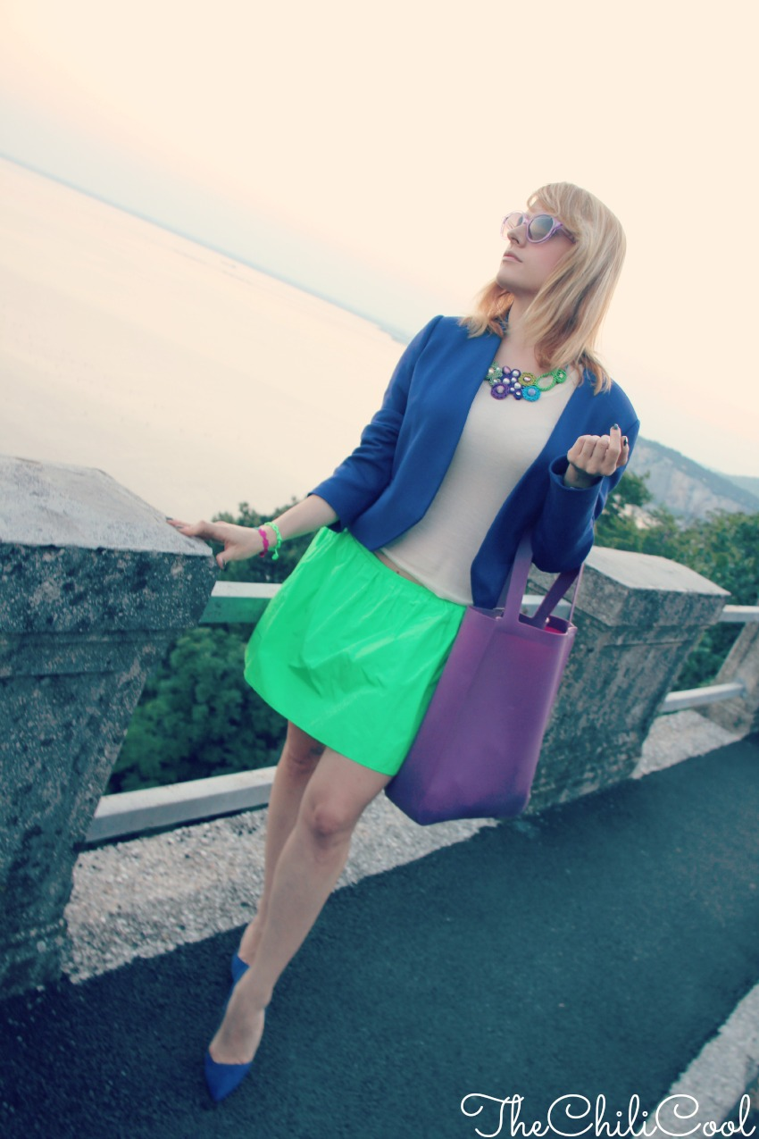alessia milanese, thechilicool, fashion blog, fashion blogger, royal blue e verde acido nella magia di trieste al tramonto
