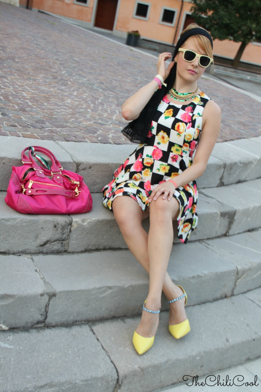 alessia milanese, thechilicool, fashion blog, fashion blogger,un tuffo nei '60s tra fiori ed un motivo checked in b&w