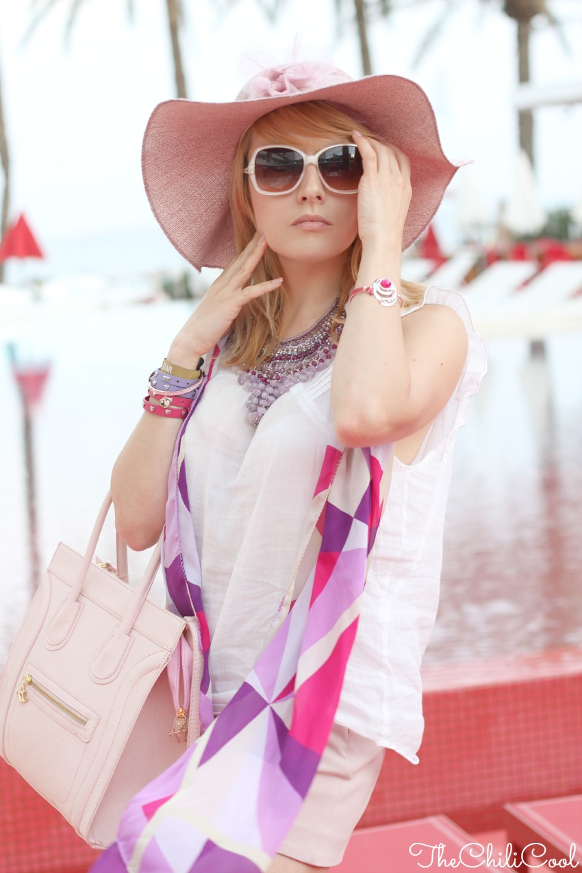 alessia milanese, thechilicool, fashion blogger, fashion blog,red passion sotto il sole di ibiza, con una statement necklace e tacchi alti