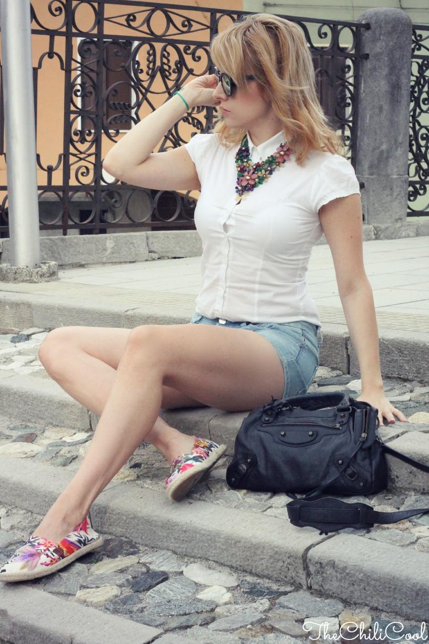 alessia milanese, thechilicool, fashion blog, fashion blogger,espadrillas a stampa tropicale. per l'autunno c'è ancora tempo , balenciaga bag