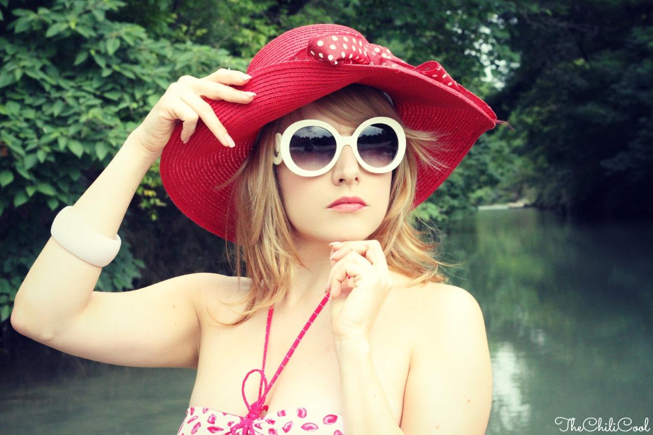alessia milanese, thechilicool, fashion blogger,il bacio dell'estate e un bikini bianco e rosso, tezenis bikini