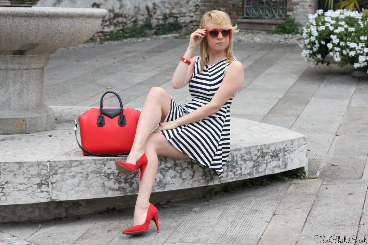 alessia milanese, thechilicool, fashion blog, fashion blogger,un abito a righe e la passione del rosso, antigona bag givenchy