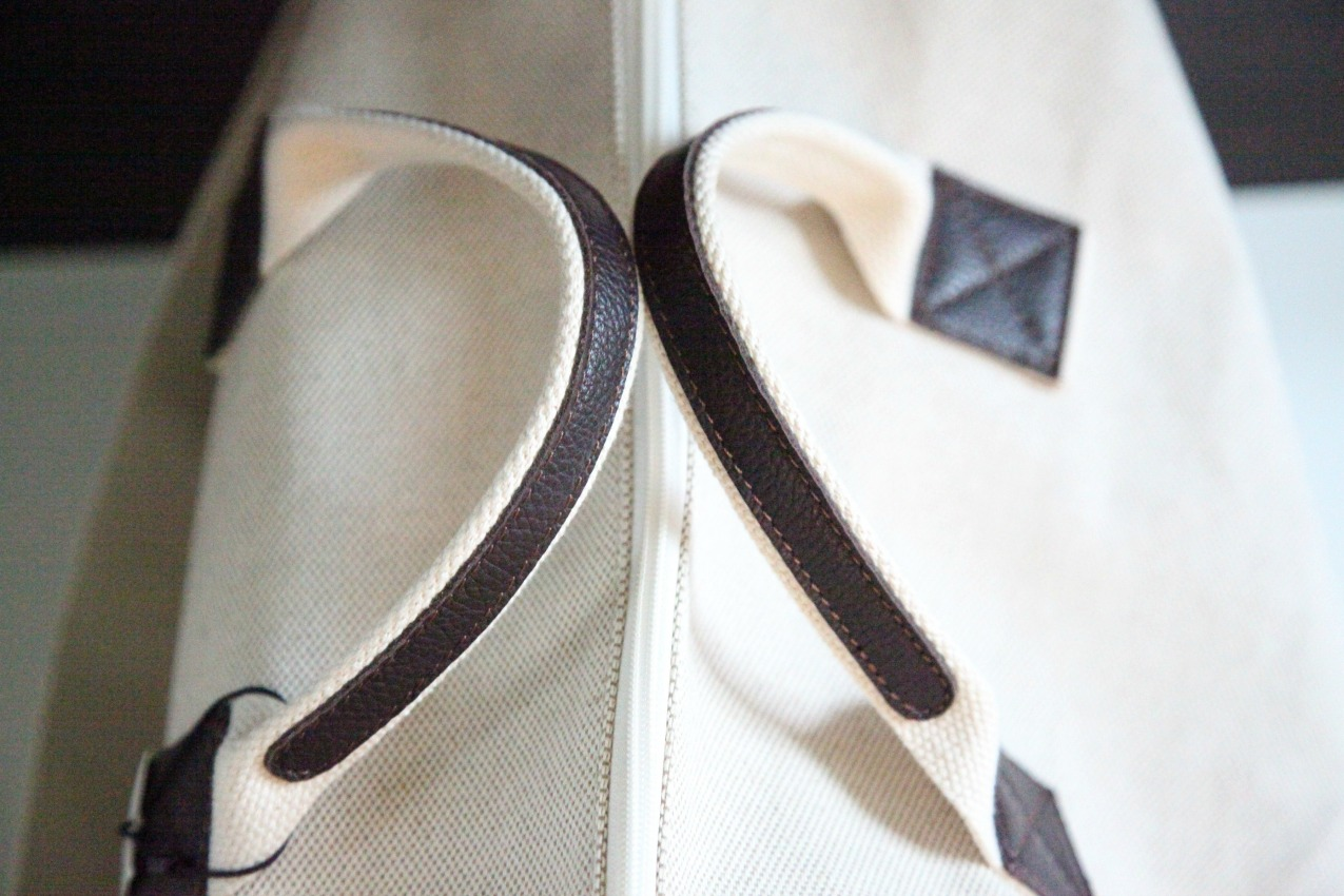 My Style Bags rappresenta la vera eccellenza del Made in Italy: le fasi della lavorazione  si svolgono artigianalmente in Italia, secondo le regole di un' arte manifatturiera che unisce tradizione e modernità e che coniuga gli antichi valori del saper fare a tecniche odierne. La grande cura dei particolari, la naturalezza e resistenza dei materiali caratterizzano le creazioni; lini, cotoni, tessuti impermeabili, lane e camosci, l'abbinamento raffinato del cuoio e della pelle rendono gli accessori eleganti e pratici, ideali per la vita di tutti i giorni e per le occasioni speciali. My Style Bags si ispira ad un sentimento in cui la personalità è protagonista: ciascuno può vivere con libertà e sicurezza la propria identità, diventando interprete di uno stile particolare ed univoco, capace di rappresentare in modo originale la propria unicità. My Style Bags....per uno stile unico.