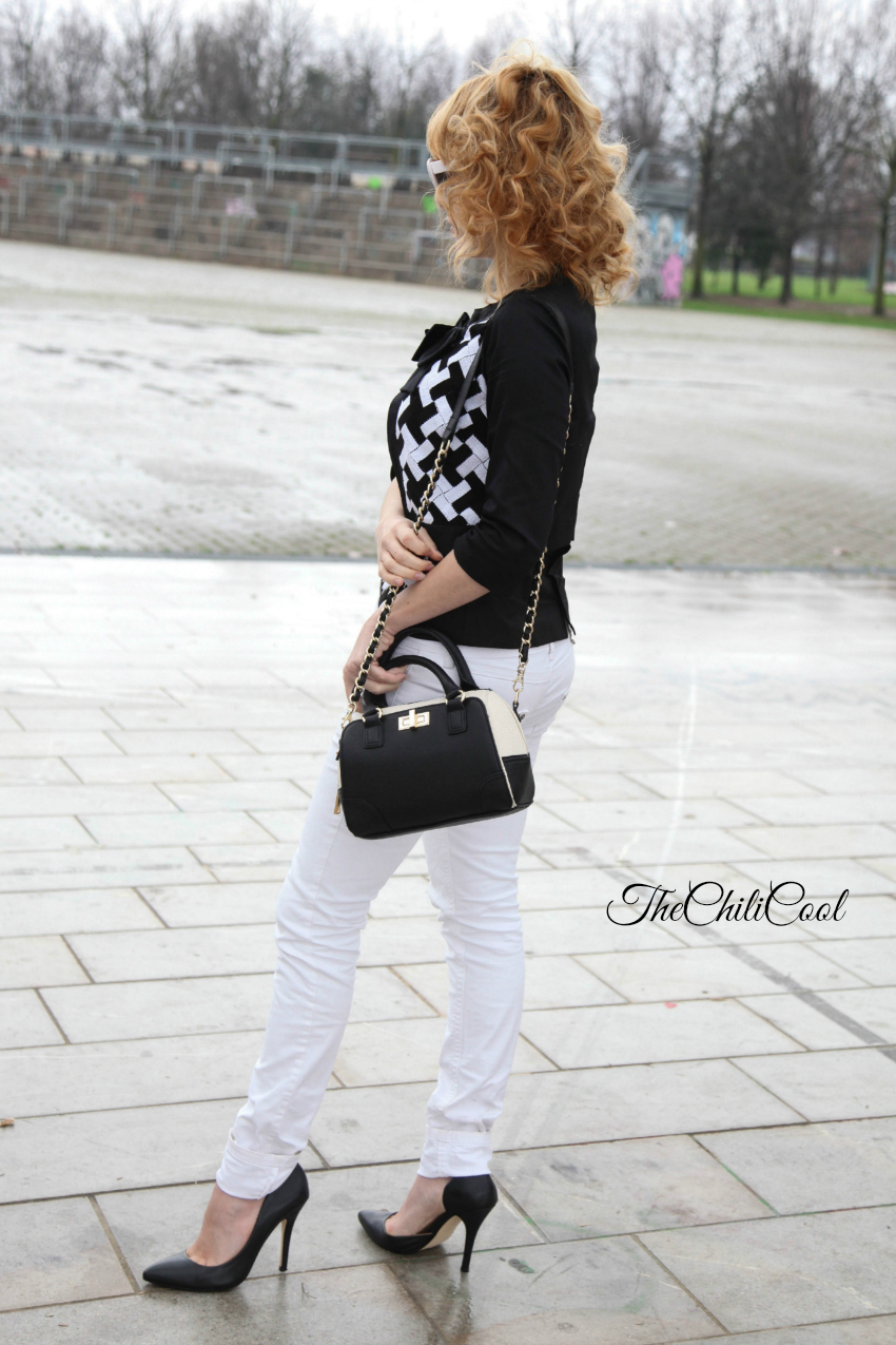 alessia milanese, thechilicool, fashion blog, fashion blogger,black&white series 7 blusa con decor geometric e jeans bianchi