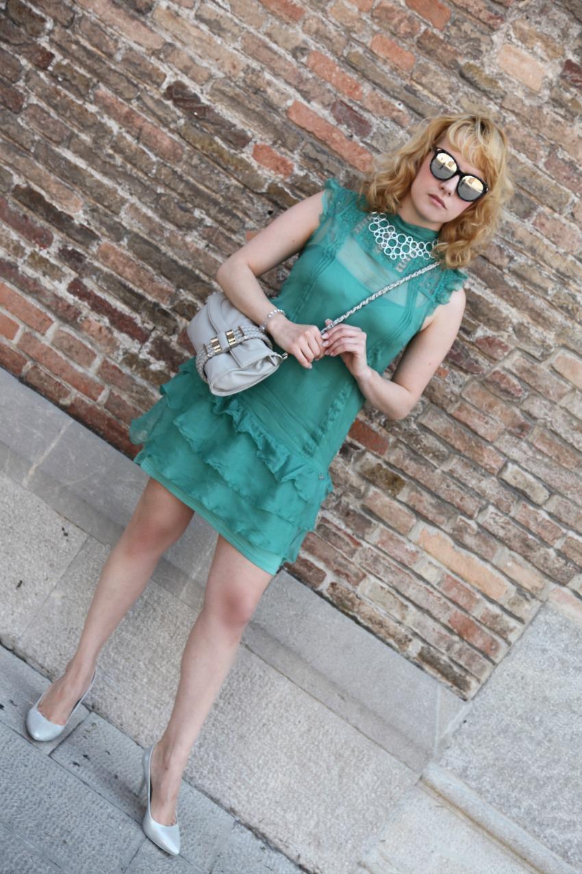 Femminilità sussurrata tra le rouches di un abitino verde smeraldo.  Sensualità pura, a piccole dosi. Centimetri di stoffa che lasciano spazio alla frivola vanità di vestirsi. La sfida è delle più impegnative, essere chic quando il caldo torrido toglie il respiro e l'afa non da tregua. Interpretare un summer trend seguendo la propria natura e senza rinunciare a bagliori argentei che rendono prezioso l'insieme.  Alcuni capi hanno in sè il potere di far sentire una donna chic, impeccabile nella semplicità di un outfit leggero, romantico quanto basta per ridere e sorridere al weekend in arrivo ed il mini dress è sicuramente uno di questi. Verde smeraldo, tessuti quasi impalpabili, un appeal chic, personale ed elegante quanto basta per me che, oggi più che mai, sono irrequieta, frivola, camaleontica e che nella cura dei dettagli ho il mio credo perchè ogni cosa, anche la più minuscola, ha in sè il garbo discreto della meraviglia. Buon giovedì, a voi.  Femininity whispered among the ruffles of an emerald green dress. Pure sensuality, in small doses. Centimeters of fabric that still leave room for the frivolous vanity dressing up. The challenge is the most demanding, being chic when the temperatures take your breath away and the heat is relentless. Interpreting a summer trend following our own nature, and without giving up shimmers that make the whole look more precious. Some clothes have in them the power to make a woman feel chic, impeccable in the lightness of a basic outfit romantic enough to laugh and smile at the coming weekend and the mini dress is definitely one of them. Emerald green, almost impalpable fabrics, a chic appeal, personal and elegant enough for me that today I feel, more than ever, restless, frivolous, and chameleon-like, for me that I gave my everything to the attention to detail because I think  even the tiniest thing has in it the discreet grace of wonder. Happy Thursday to you.