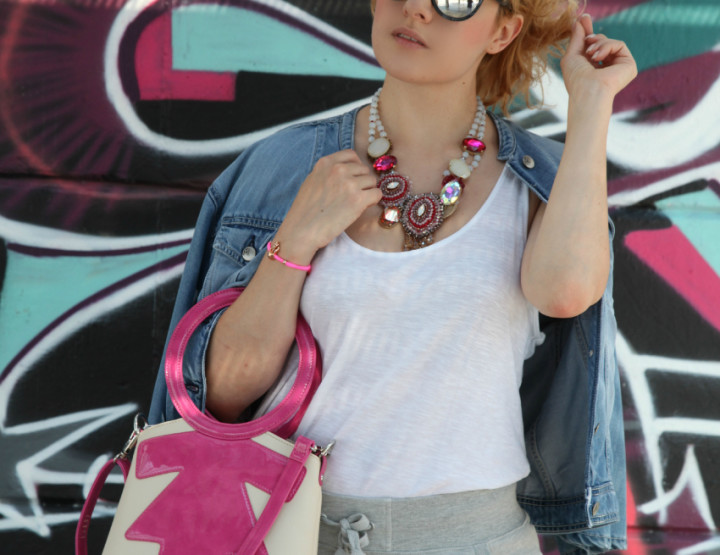 Sporty in grey and denim - Casual look per le vacanze