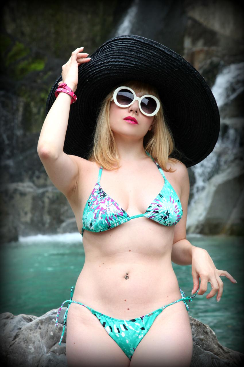 un tuffo nel blu, alessia milanese, thechilicool, fashion blog, fashion blogger, triumph bikini