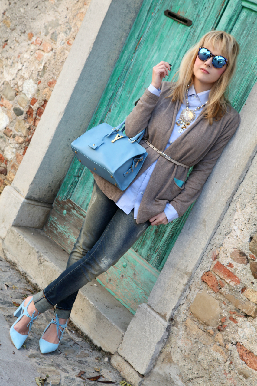 Casual look: cardigan beige e tocchi di azzurro, alessia milanese, thechilicool, fashion blog, fashion blogger, cabas saint laurent