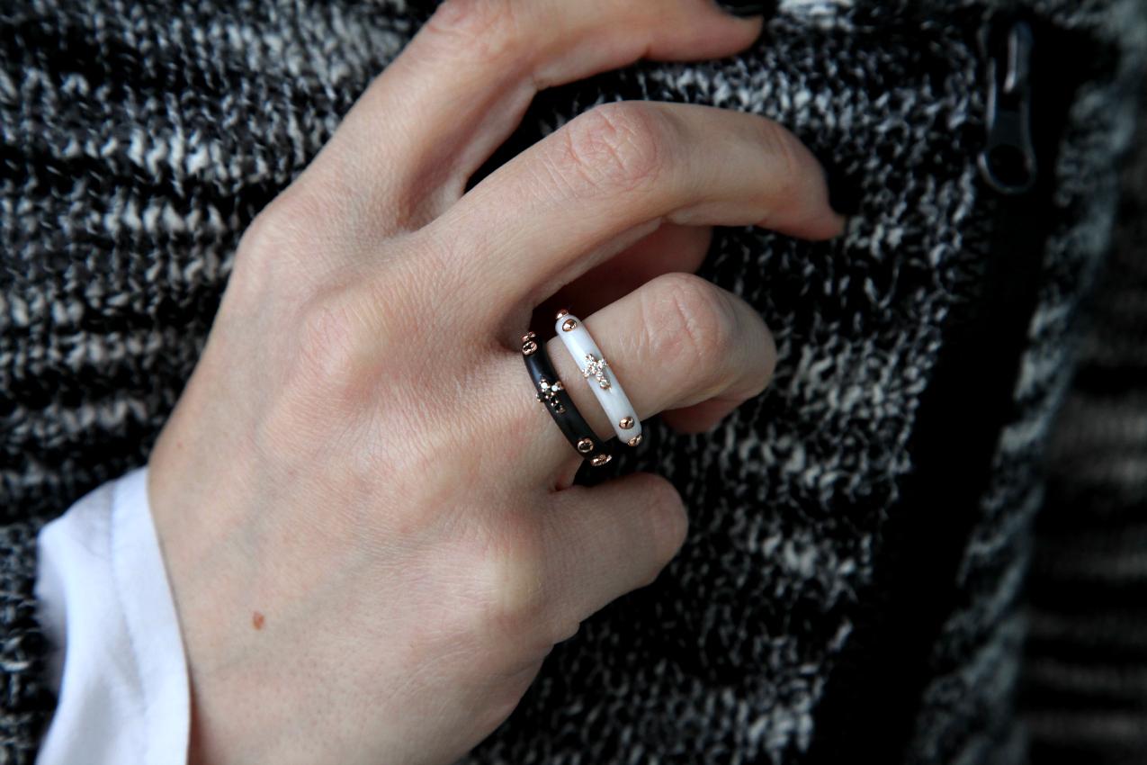 Il nero, la luce ed anelli preziosi, alessia milanese, thechilicool, fashion blog, fashion blogger, fardelli gioielli anello rosario, miawish