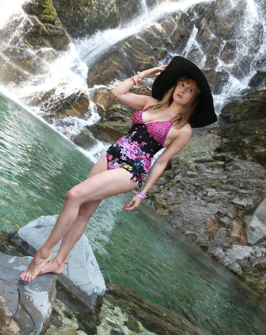 Un tuffo nel blu - flowers edition, alessia milanese, thechilicool, fashion blog, fashion blogger, bikiniworld
