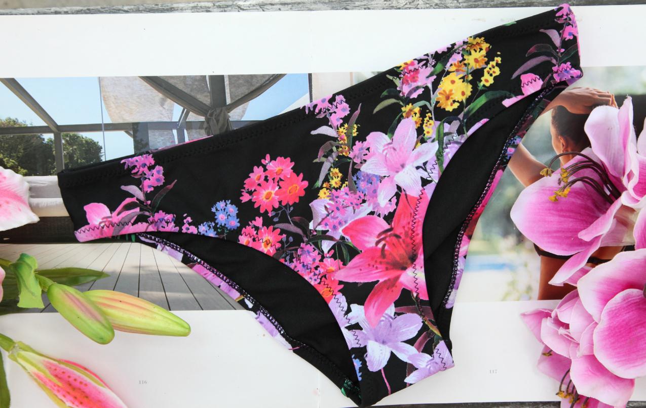 Di sole e d'azzurro: scarpe, costumi floreali e bijoux per un giugno all'insegna dello stile, alessia milanese, thechilicool, fashion blog, fashion blogger, aldo shoes, aeronautica militare,, doppini gioielli, bikinioworld