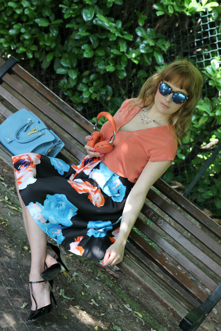 Fiori color salmone e cenni d'azzurro, alessia milanese, thechilicool, fashion blog, fashion blogger, cabas saint laurent