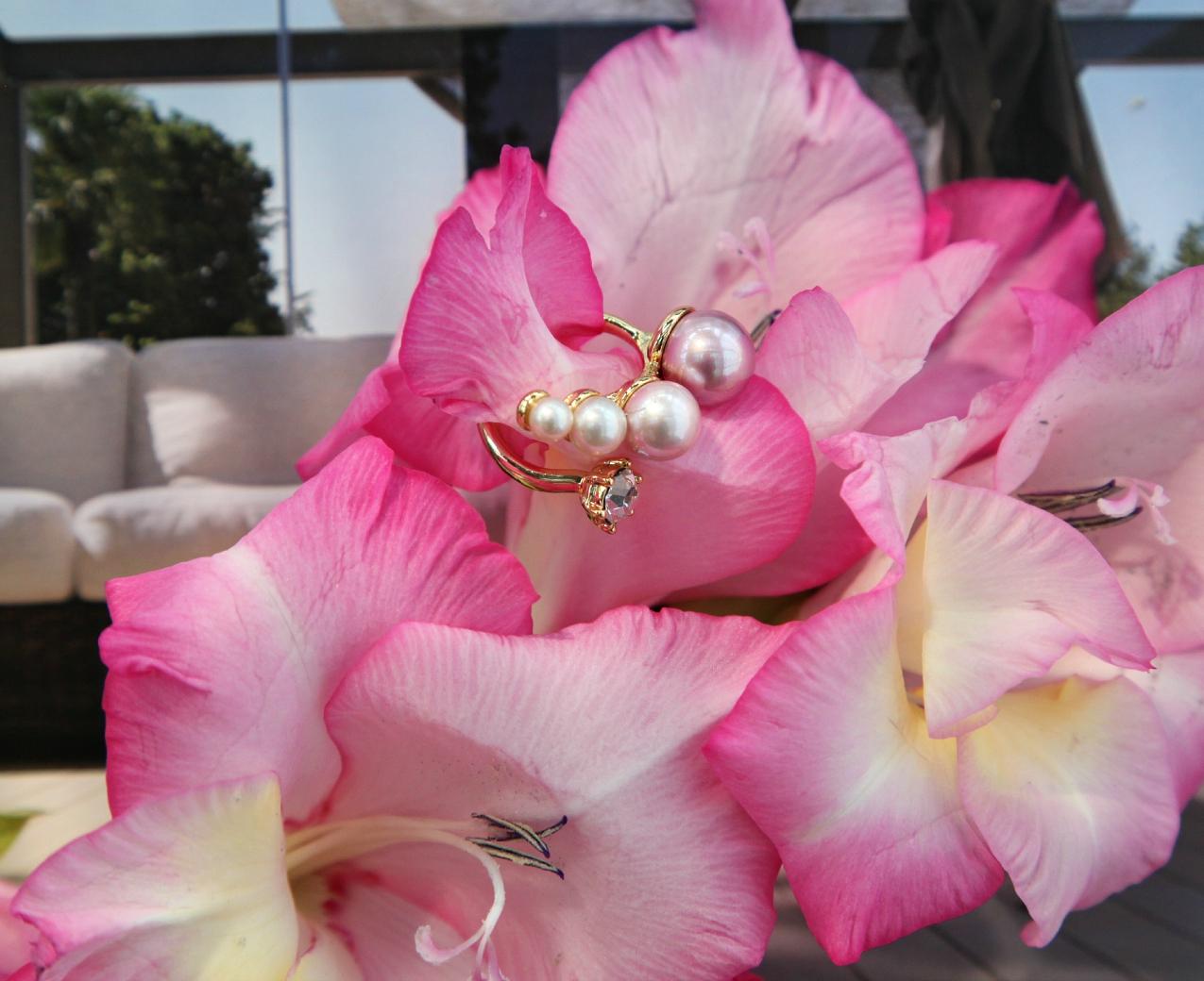 Piedi nudi sulla sabbia con lenti rosa, gioielli preziosi e cenni di frivolezza, alessia milanese, thechilicool, fashion blog, fashion blogger , luca barra gioielli, polaroid sunglasses