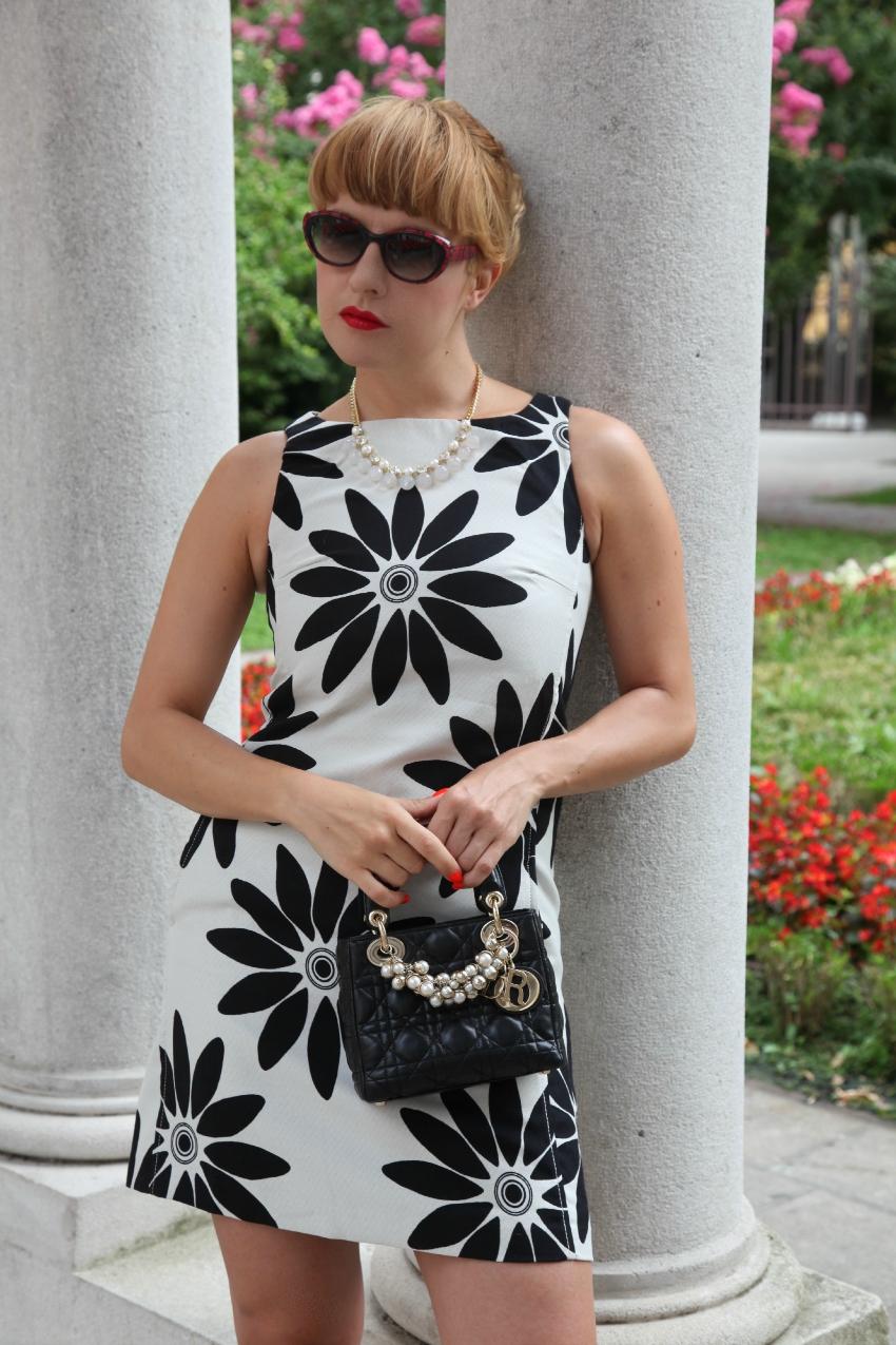 Fiori neri su tela bianca - Chic outfit del venerdì, alessia milanese, thechilicool, fashion blog, fashion blogger, desigual