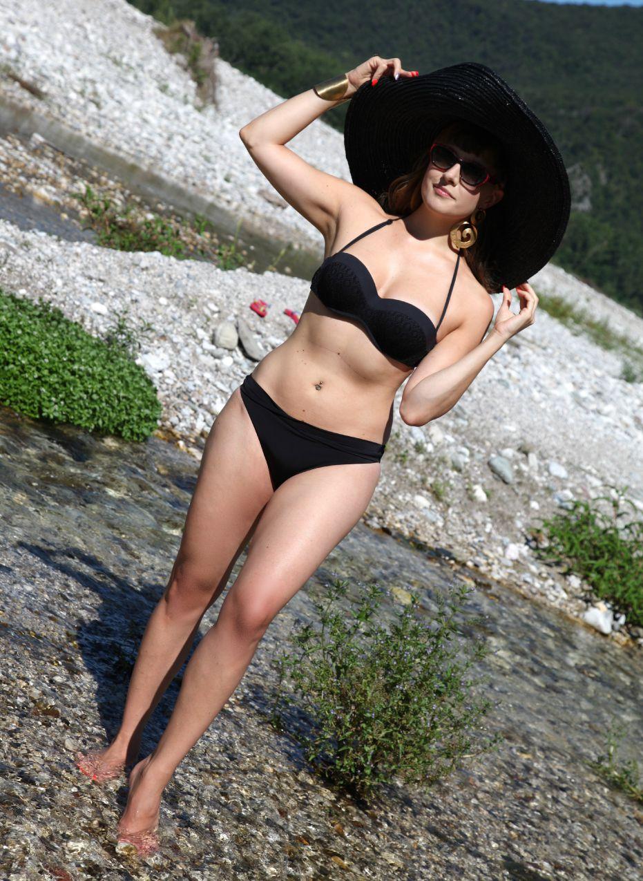 Raffinata sensualità ed un bikini nero - Yamamay summer 2015 collection, alessia milanese, thechilicool, fashion blog, fashion blogger, yamamay beachwear