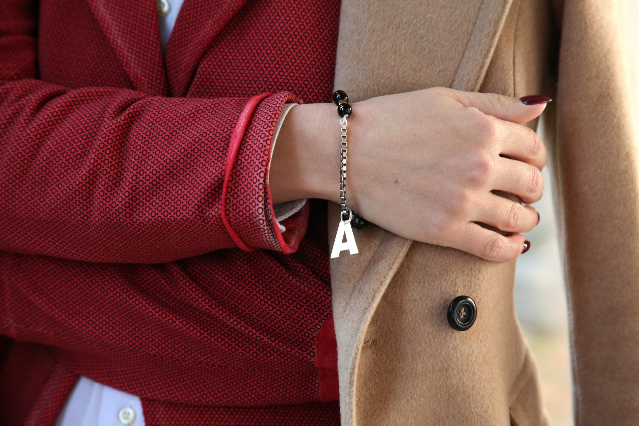 Rosso, luce ed un cappotto color cammello, alessia milanese, thechilicool, fashion blog, fashion blogger, toxit sunglasses