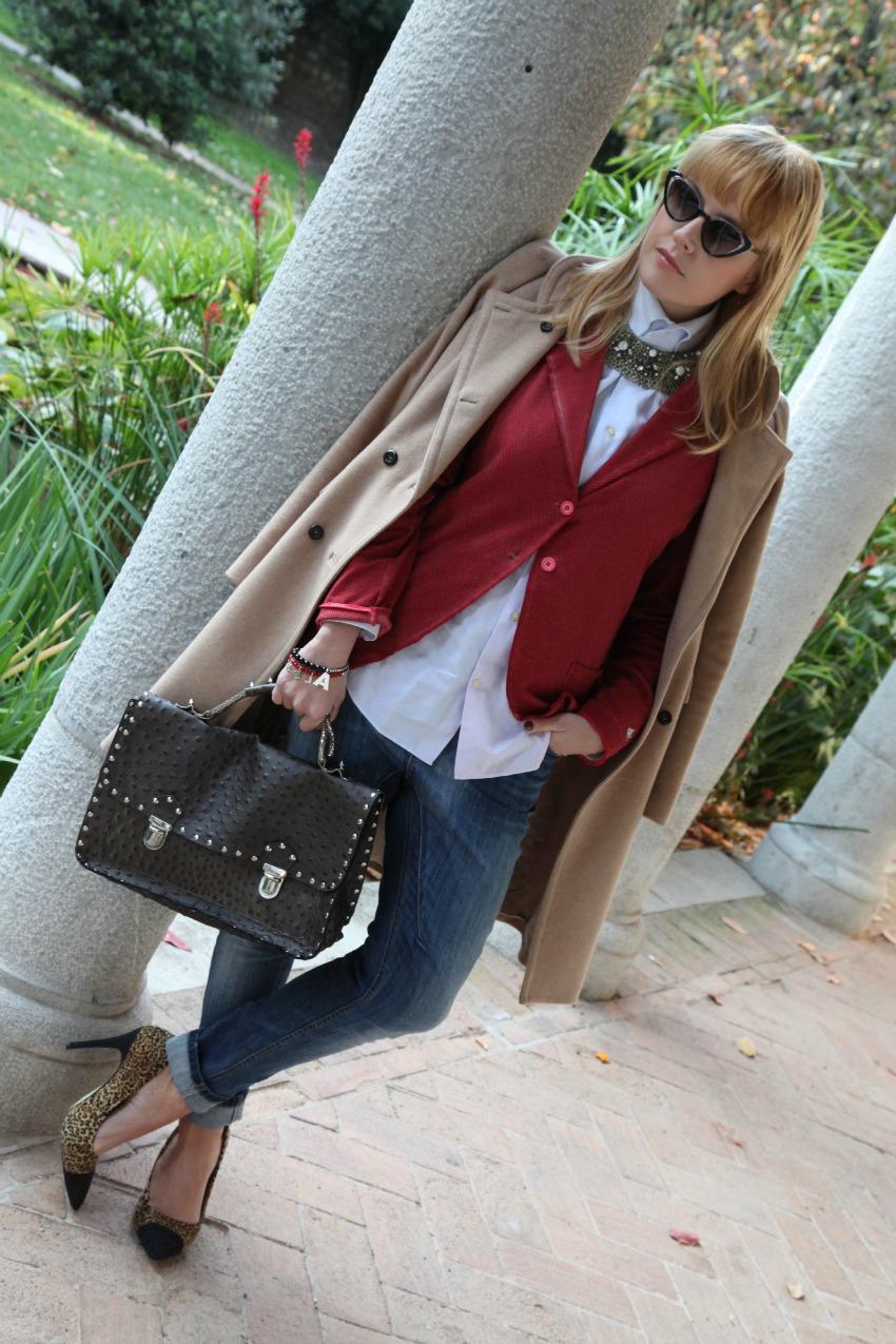Rosso, luce ed un cappotto color cammello, alessia milanese, thechilicool, fashion blog, fashion blogger, toxit sunglasses