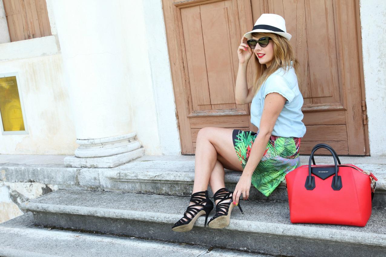 Vento, squarci sul mondo e cenni di rosso, alessia milanese, thechilicool, fashion blog, fashion blogger , givenchy antigona bag