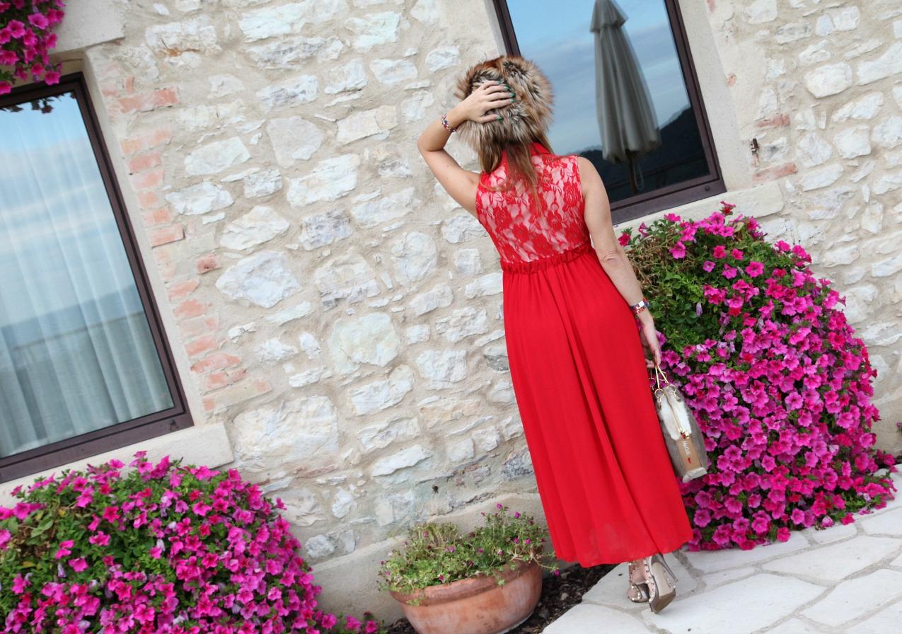 Ma non di soli paesaggi è circondato Dolcevista: la sua posizione strategica, frutto di un'attenta visione da parte della famiglia Colomberotto che ne è proprietaria, lo rende una meta imprescindibile anche per gli appassionati dell'arte: viaggiando verso Ovest si incontrano infatti la villa palladiana Barbaro di Maser, la perla di Asolo, il tempio e il museo di Canova a Possagno. Nell'immediata pianura si giunge a Castelfranco Veneto, che nel Duomo ospita la famosa pala del Giorgione, fino a raggiungere la graziosa e medioevale città di Treviso. Completano il quadro più a Est l'elegante Conegliano e la romanica Oderzo. Questi sono i paesaggi ideali per inforcare la bicicletta o i bastoni della nordic walking, per rilassanti escursioni lungo le strade o i sentieri delle dolci colline. Dal Dolcevista si possono scegliere numerosi percorsi e stradine saliscendi per gustare una natura ricca di richiami sportivi per il benessere del fisico e della mente.