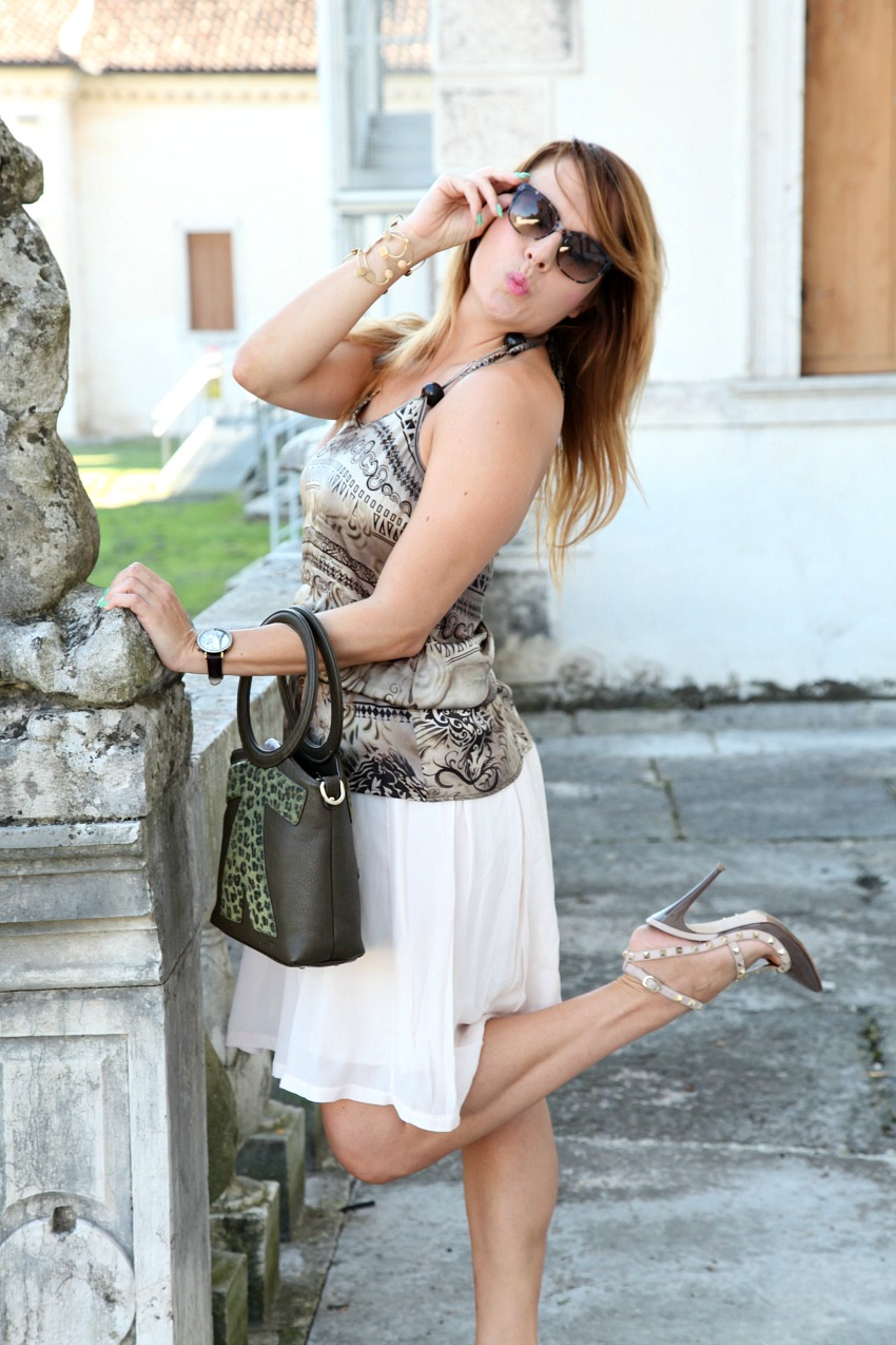 Poesia, istanti perfetti ed un top in raso, alessia milanese, thechilicool, fashion blog, fashion blogger , valentino shoes
