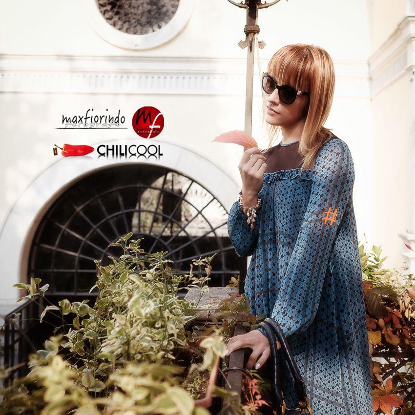 pretty nice dd1f8 a6384 Quali accessori abbinare ad un vestito blu: consigli per un ...