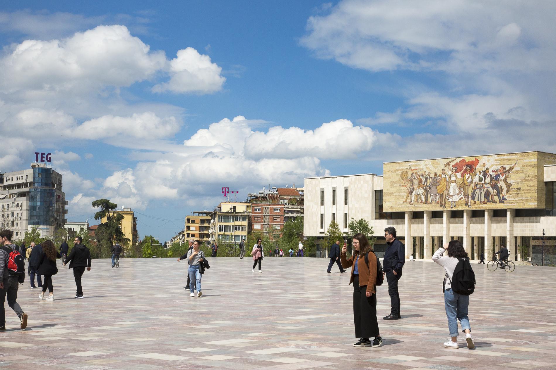 Tirana Piazza Scanderbeg
